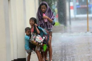 Mother and her children taking shelter from Super Typhoon Haiyan- from Mirror News